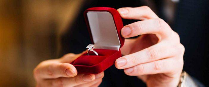 不要从珠宝店购买订婚戒指.png