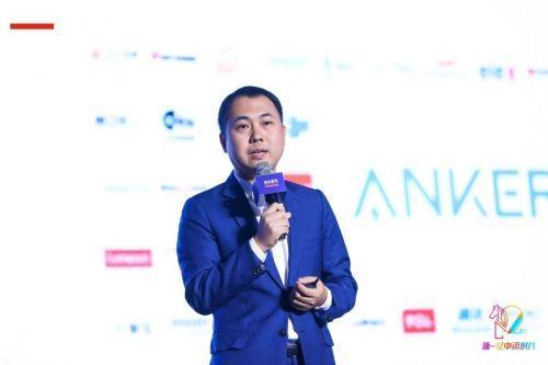 阳萌在年度创业家颁奖典礼礼上演讲